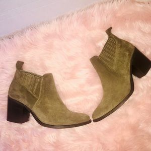 Worn once Steve Madden Pauze Suede ankle boots